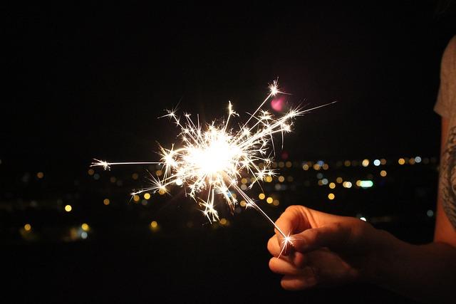 sparkler-2533043_640